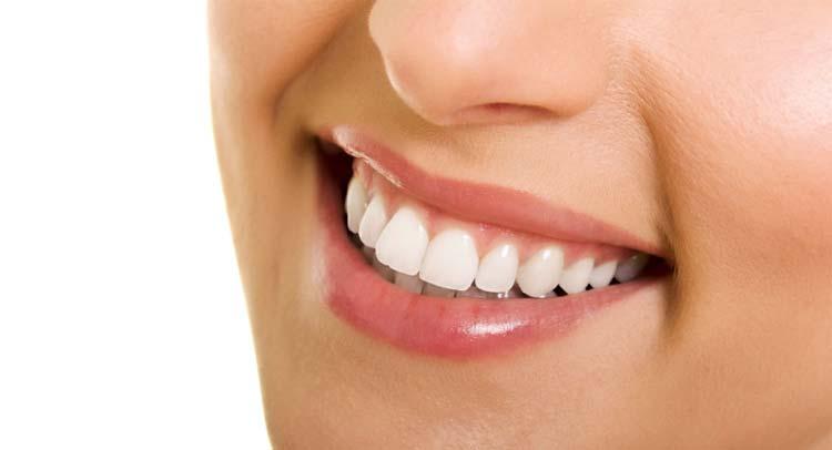 الفرق بينابتسامة هوليودوبوليود